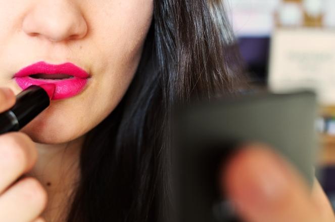 woman-makeup-beauty-lipstick